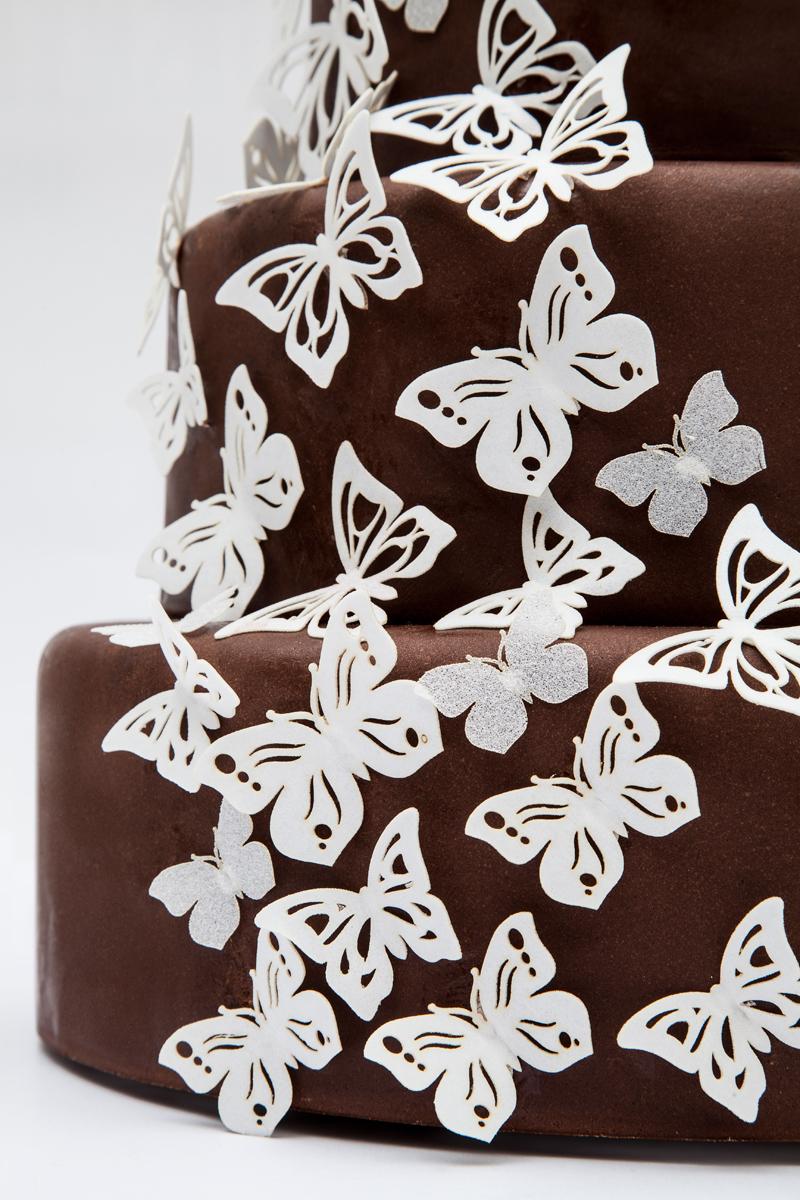 Vyřezávaní motýlci z jedlého papíru
